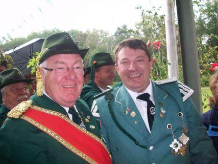 Schützenkönig_Thomas_van_der_Leest_mit_Präsident_Franz_Krey